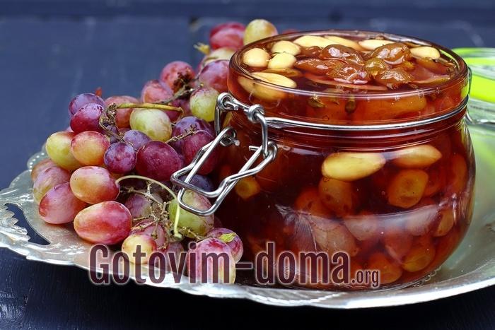 Виноградное варенье на зиму с лаймом и миндалем, рецепт с фото