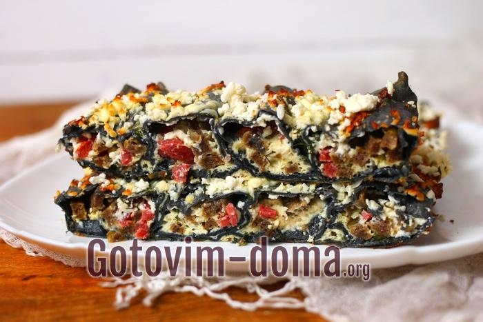 Пирог из черного лаваша в духовке готов!