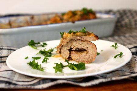 Рулет из свинины в духовке с моцареллой и оливками, рецепт с фото