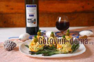 Порционный салат на Новый год Новогодние игрушки готов