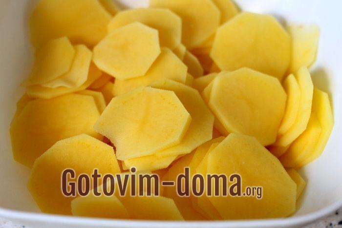 картофельные кружочки на полотенце