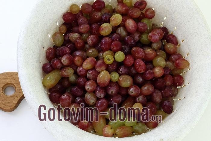 Виноградные гроздья хорошо промыты