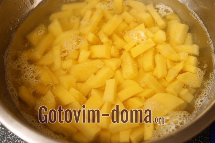Картофель кубиками в воде для супа