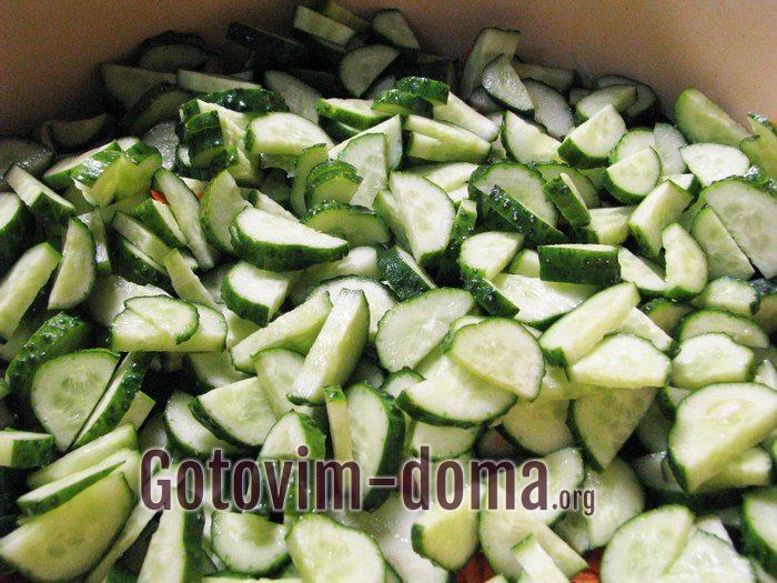 Огурцы кусочками для салата на зиму.