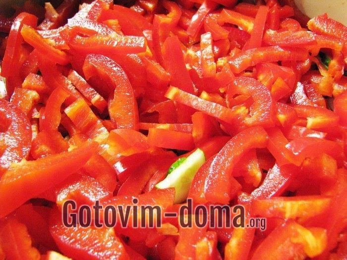 Болгарский перец соломкой для салата.