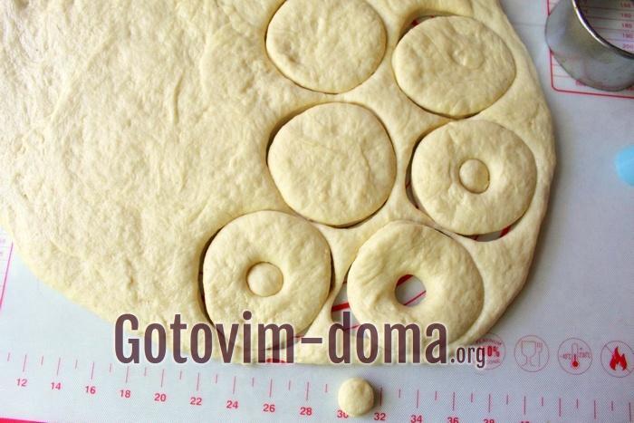 Кружочки из теста для пончиков