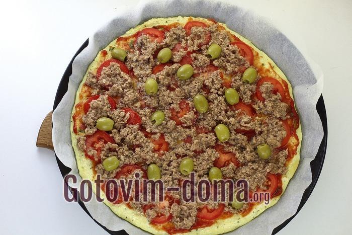 Тунец добавлен на пиццу.