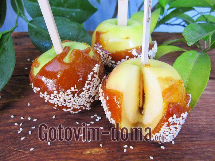 Яблоки в карамели в домашних условиях готовы.