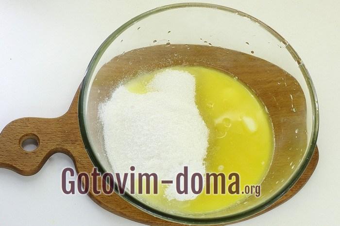 Сливочное масло с сахаром для печенья.