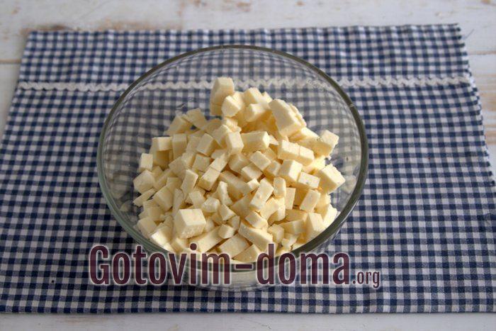 Адыгейский сыр кубиками для пирога.