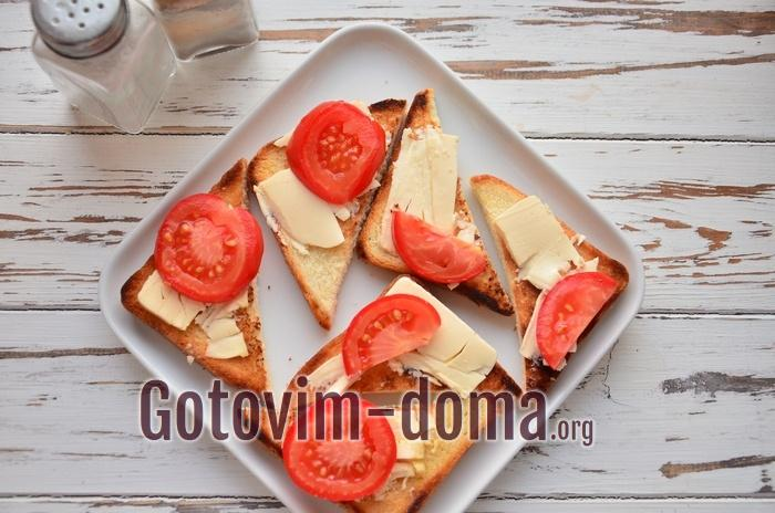 Гренки с сыром и помидорами.