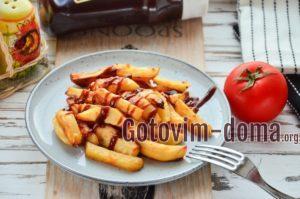 Картофель Айдахо с паприкой и чесноком.