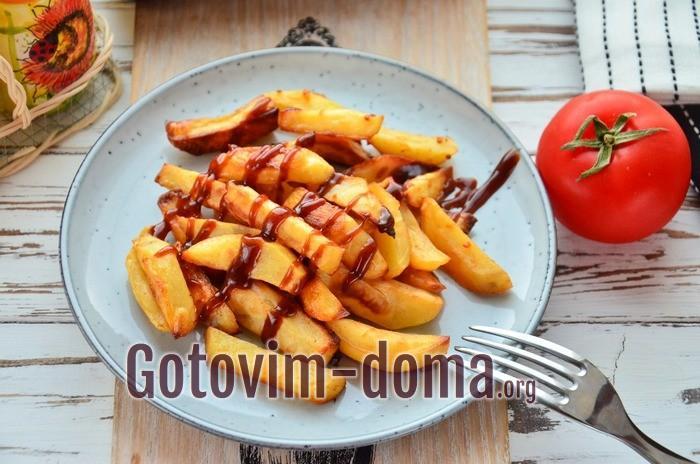 Картофель Айдахо с паприкой и чесноком готов.