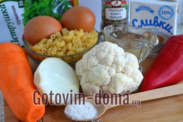 Ингредиенты для запеканки из макарон и овощей.