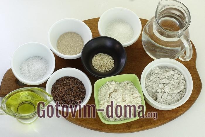 Продукты для выпечки цельнозернового хлеба.