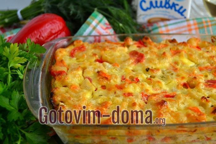Макаронная запеканка с цветной капустой и морковью готова.