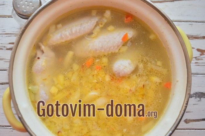 Суп куриный с крылышками.