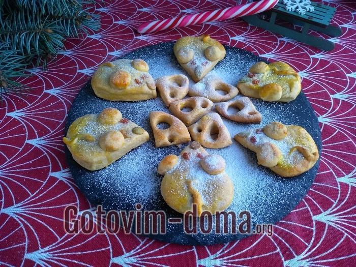печенье в виде новогодней мышки, символа приближающегося праздника.