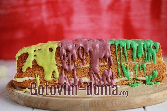 Бисквитный разноцветный торт.