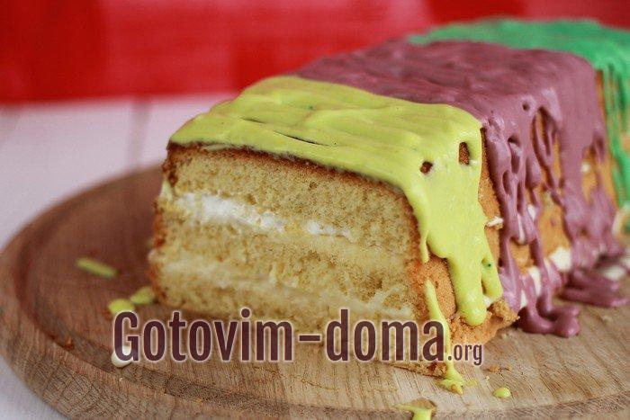Бисквитный торт со сметанным кремом.