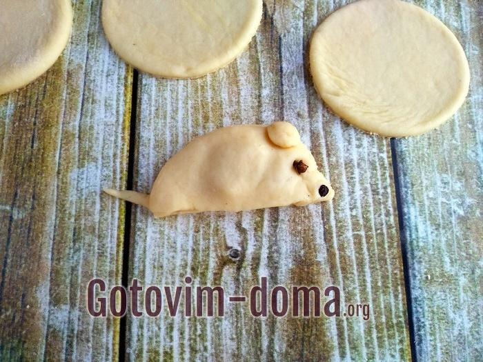 Заготовка печенья почти готова.