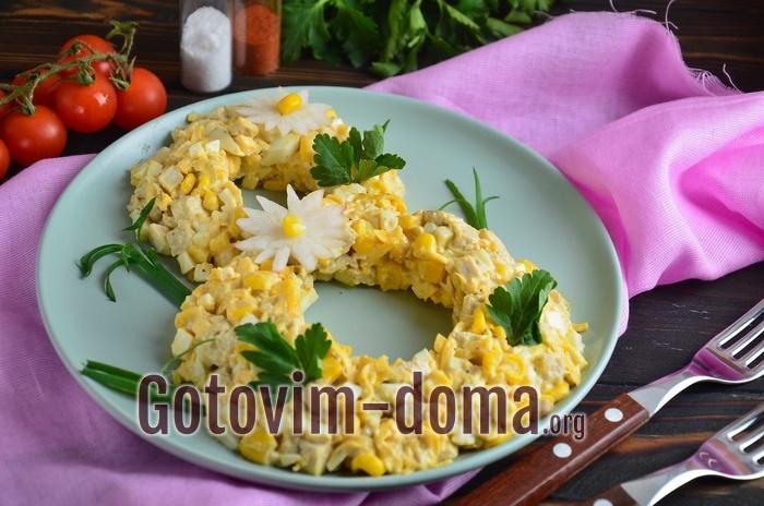 Вкусный и красивый салат с курицей на 8 Марта.